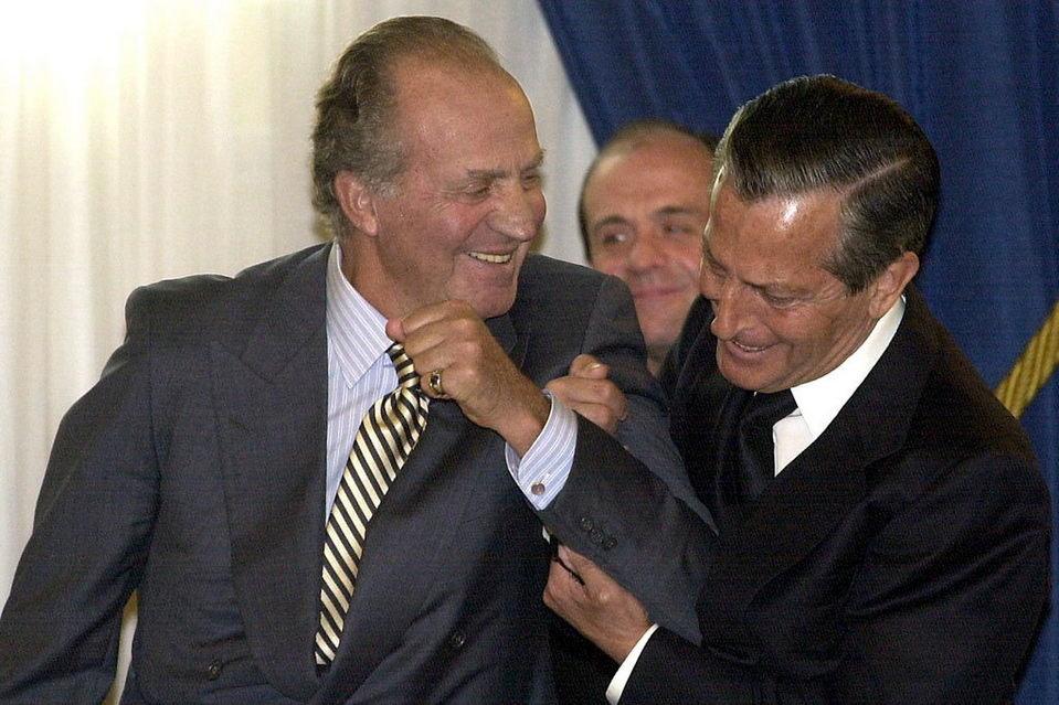 Adolfo Suárez bromeando con el Rey Juan Carlos en 2002
