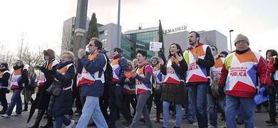 Trabajadores de Telemadrid marchan hasta el Tribunal Supremo.