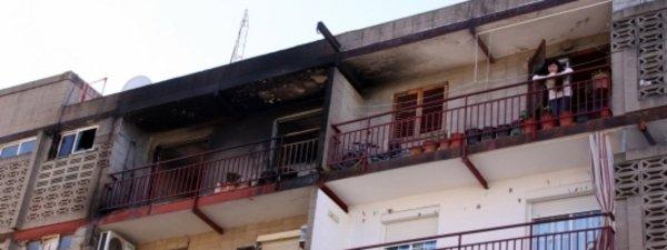 Estado en el que quedó el piso incendiado en el Vendrell
