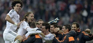 Los jugadores del Madrid celebran el pase a la final.
