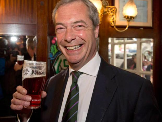 En el pub. El nacionalista inglés Nigel Farage, ganador del domingo. No tiene interés en sumarse a Le Pen.