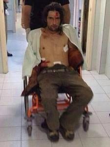 Foto del presunto agresor a su llegada al hospital publicada en Twitter.