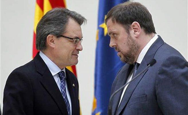 El presidente de la Generalitat, Artur Mas, y el líder de ERC, Oriol Junqueras