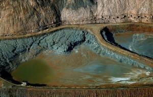 Balsa de residuos contaminantes en la mina de Iberpotash de Sallent (Bages).
