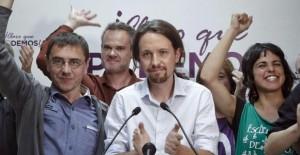 Pablo Iglesias, líder de Podemos, junto a su equipo