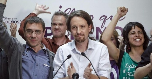 Pablo Iglesias, líder de Podemos, junto a miembros de su partido