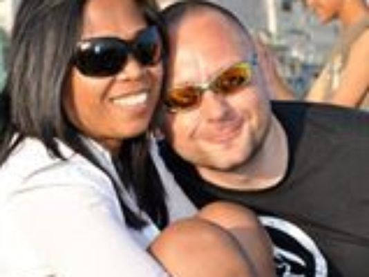 Julian Knott y su mujer