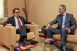 El presidente de la Generalitat, Artur Mas, con el presidente de Sociedad Civil Catalana, José Ramón Bosch.