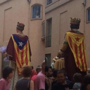 Los gigantes con la bandera estelada.