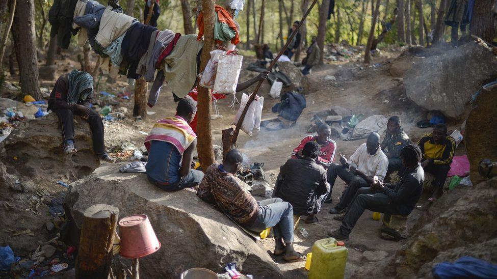 Un grupo de subsaharianos permanece escondido en el Monte Gurugú (Marruecos), a pocos kilómetros de la valla de Melilla