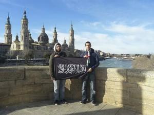 Islamistas frente a la basílica del Pilar.