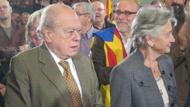 El ex presidente de la Generalitat, Jordi Pujol, junto a su esposa, Marta Ferrusola.
