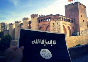 La bandera negra del IS, ante el palacio de la Aljafería en Zaragoza.