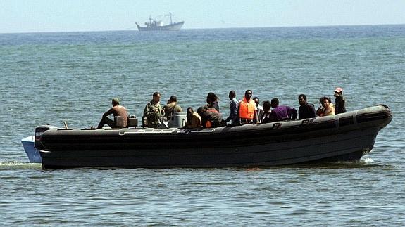 Inmigrantes a bordo de una patera.
