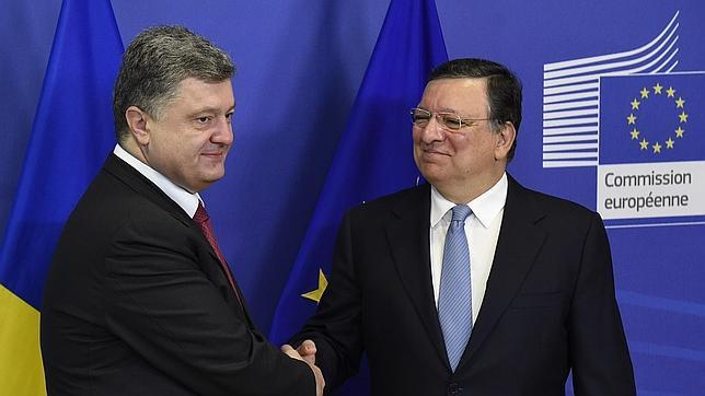 El presidente de Ucrania, Petró Poroshenko y el presidente de la Comisión Europea, José Manuel Durao Barroso