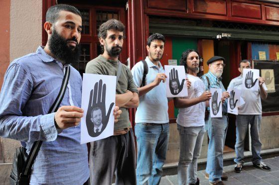 Miembros de SOS Racismo.