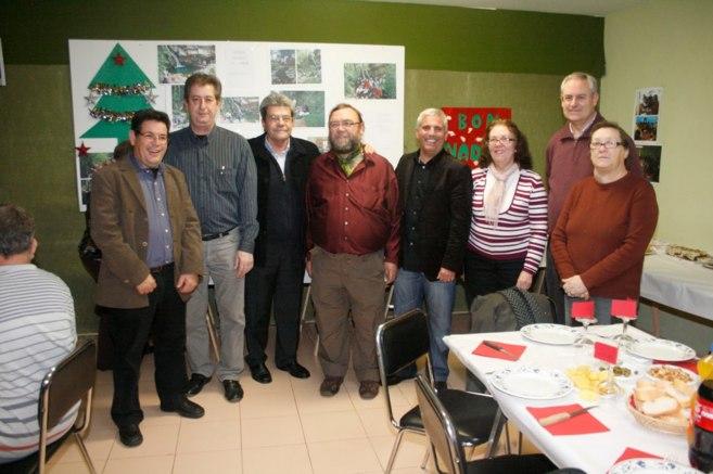 Carmen Verdiá (primera dcha.,) junto a compañeros socialistas y los dos ex alcaldes.