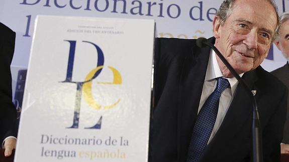 El director de la RAE, José Manuel Blecua, presenta la nueva edición del diccionario de la Lengua.