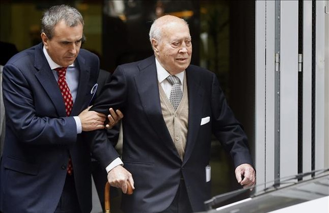 El extesorero del PP Álvaro Lapuerta, junto a su asistente