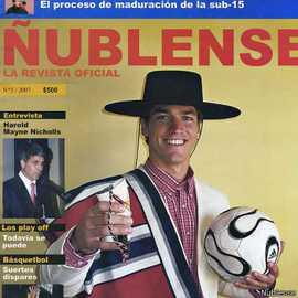 Hilgenbrinck posó para la portada de la revista oficial del club chileno Ñublense, país en el que jugó antes de dedicarse al sacerdocio.