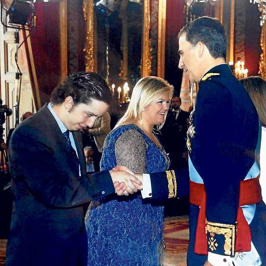 El joven fue uno de los 2.000 invitados al primer besamanos de Don Felipe y Doña Letizia.