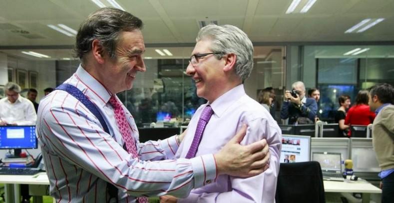García Abadillo y Pedro J. se abrazan el día de la despedida de éste