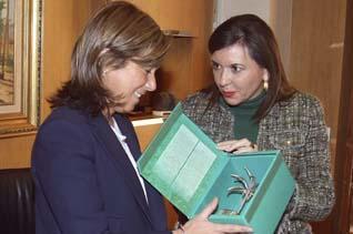 Mercedes Alonso (d) junto a la ya exministra Ana Mato