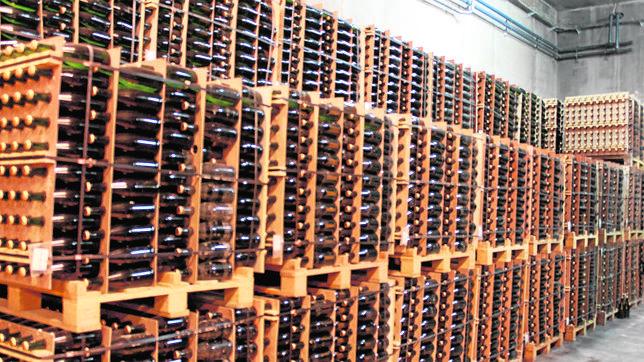 Almacén de botellas de cava de vinos de la Marca de Calidad Diferenciada Cueva, en Villanueva de Alcardete