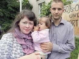 Eugen y Luise Martens no llevan a sus hijos a clase de sexo y género - a él ya lo encarcelaron, a ella la encarcelarán cuando acabe de amamantar