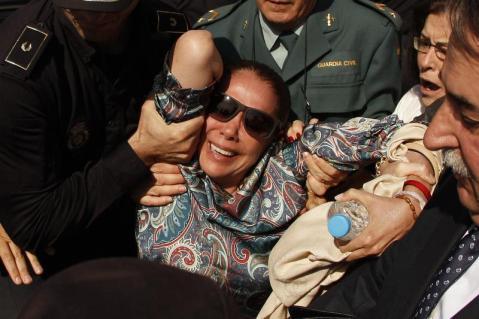 Isabel Pantoja, abucheada y zarandeada a la salida del juzgado