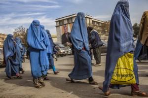 Mujeres afganas paseando por Kabul en 2011