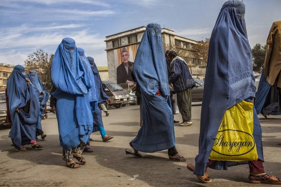 Mujeres afganas paseando por Kabul.
