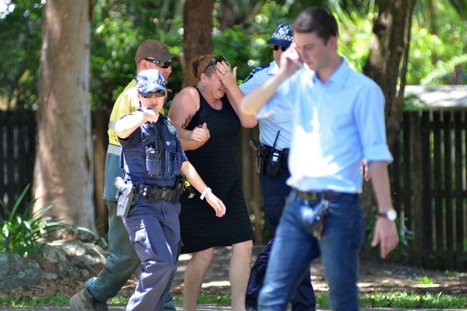 Una mujer, conmocionada en Cairns (Australia), por el asesinato a puñaladas de ocho niños