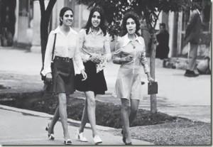 Mujeres afganas paseando por Kabul en 1972.