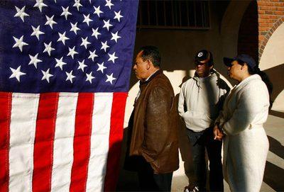 Votantes en un colegio de Los Angeles