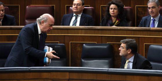 Jorge Fernández y Rafael Catalá, en el Congreso.