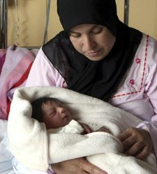 Imagen de archivo del primer bebé nacido en Cataluña en 2012