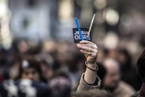 Lápices en protesta contra los atentados