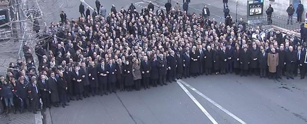 Cabecera de la manifestación del domingo en París