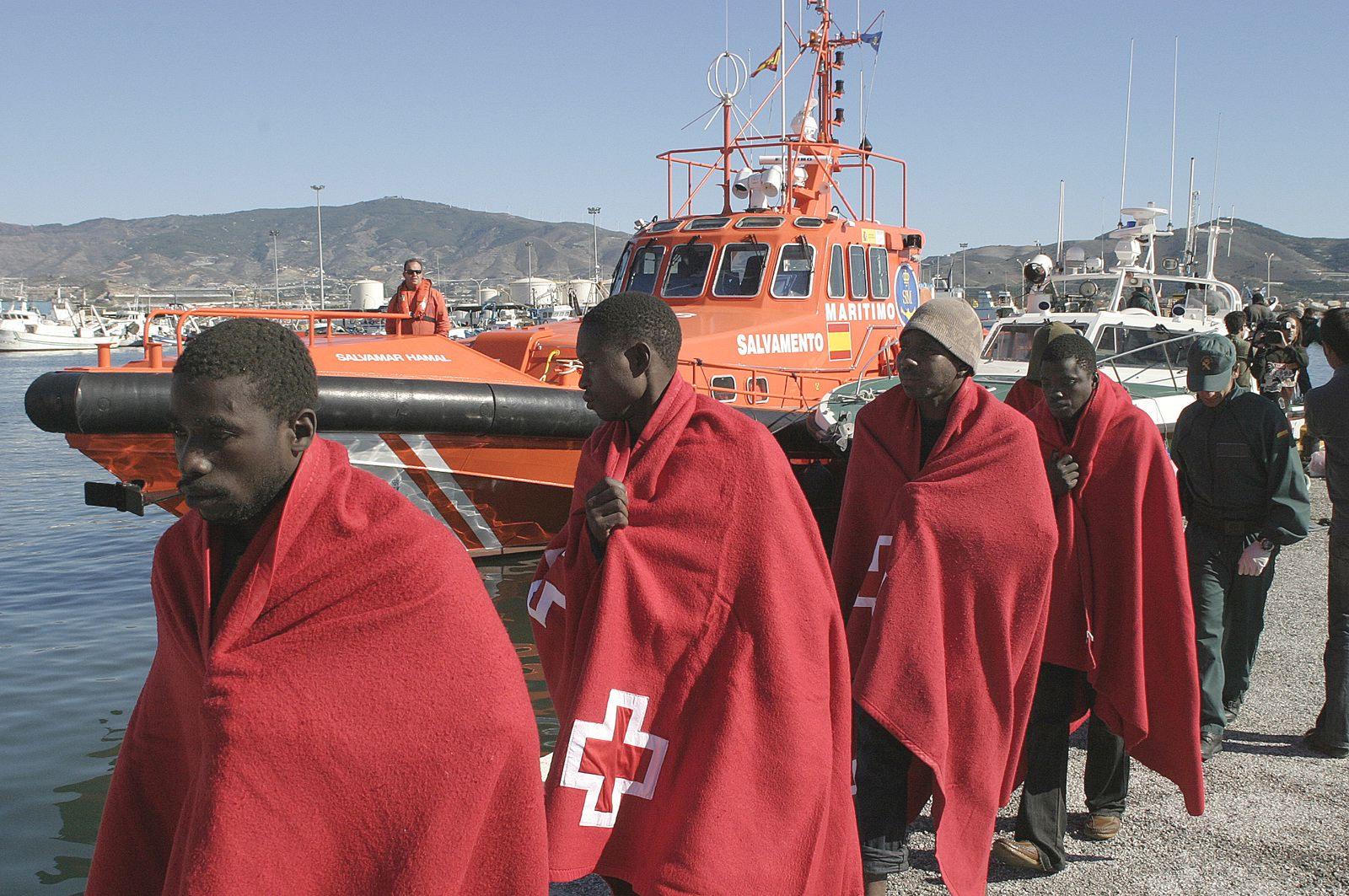Llegada de inmigrantes ilegales al puerto de Motril (Granada).