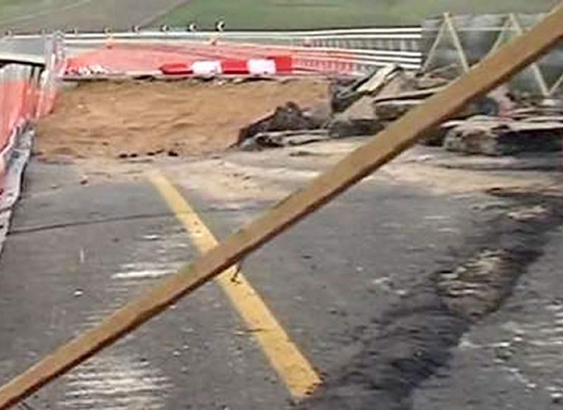 Medios italianos transmitieron imágenes del viaducto hundido.