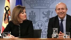 El ministro Wert, con la vicepresidenta Sáenz de Santamaría, ayer.