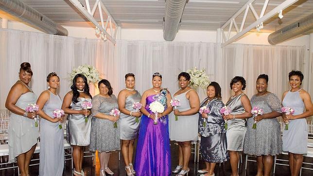 Yasmin, junto a sus damas de honor el día de su boda