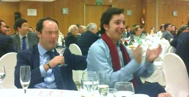 Emilio García Grande (con la cara pixelada), con Francisco Nicolás Gómez-Iglesias