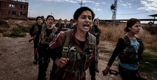 Mujeres combatientes kurdas