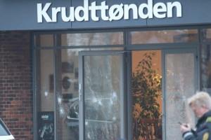 Impactos de bala en el lugar del suceso en Copenhague.