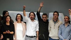 Tania González, Carolina Bescansa, Pablo Iglesias, Juan Carlos Monedero, Ínigo Errejón y Luis Alegre