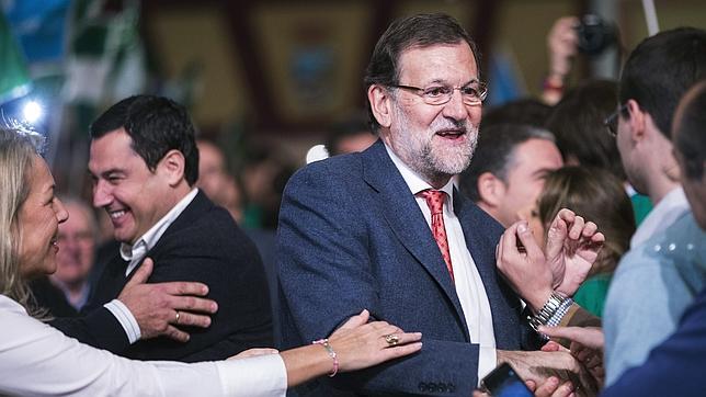 Mariano Rajoy, junto al candidato del partido a la Presidencia de la Junta de Andalucía, Juanma Moreno
