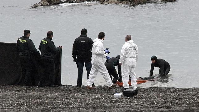 La Guardia Civil encuentra un cadáver en la playa del Tarajal de Ceuta en día después del asalto