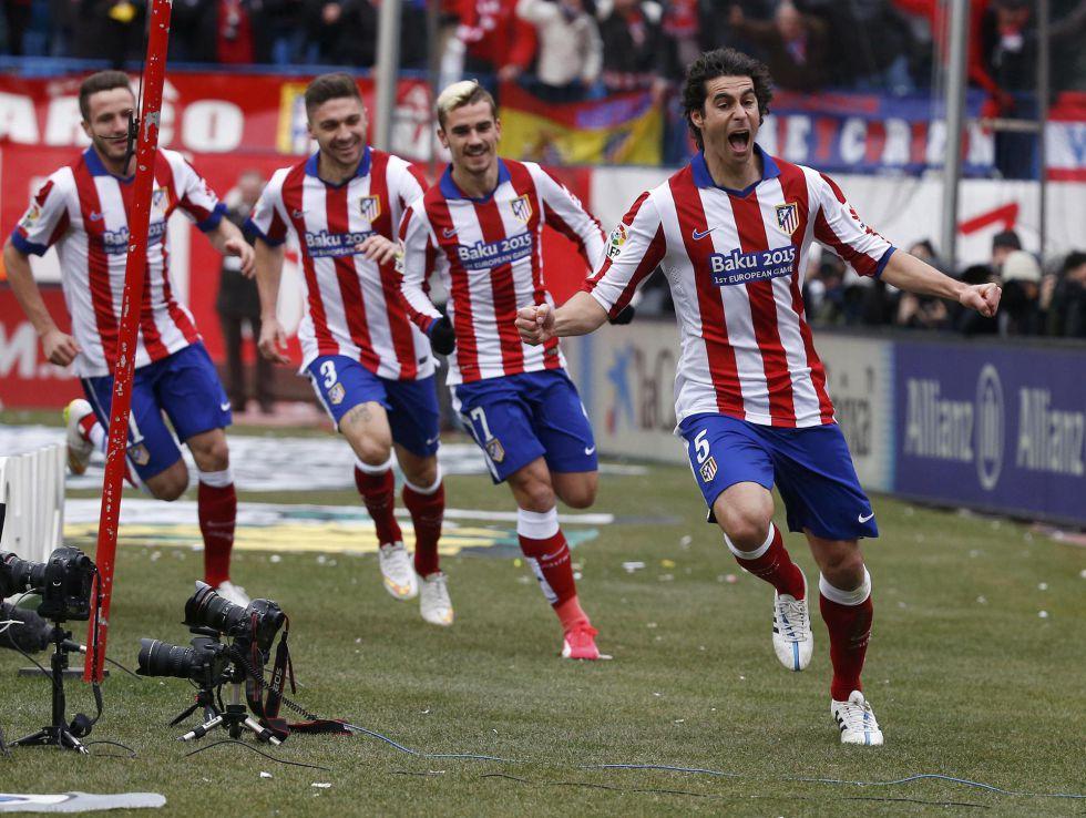 Tiago celebra el primer gol del Atlético.